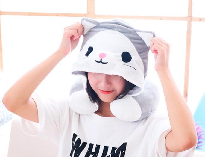 Подушка под шею с капюшоном «Серый кот»