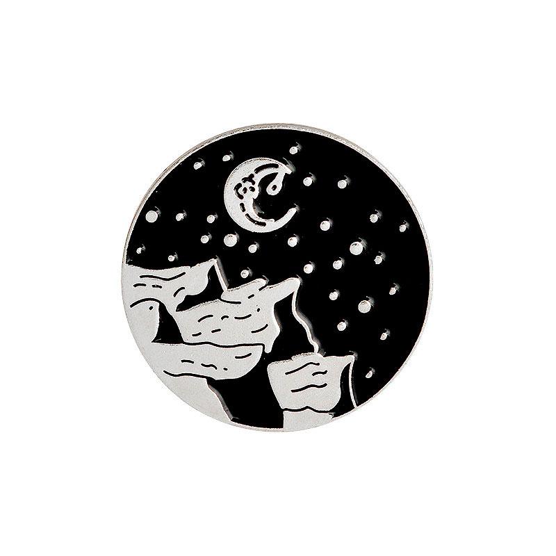 Брошь-значок «Лунная ночь»