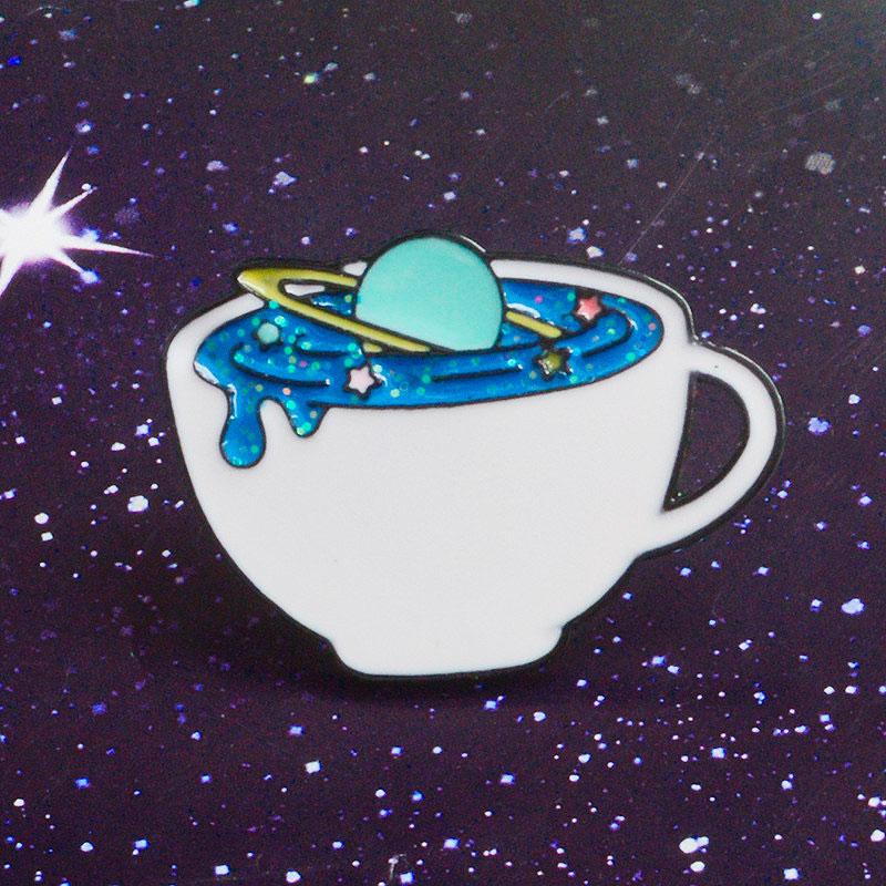 Брошь-значок «Космос в кружке»