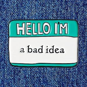Брошь-значок «Hello I'm a bad idea»