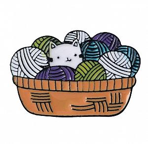 Брошь-значок «Котик в корзинке»