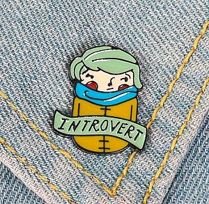 Брошь-значок «Introvert»