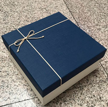 Подарочная коробка «White & blue» средняя