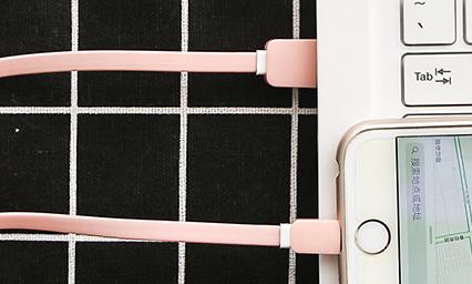 Чехол с usb-кабелем для iPhone и Android «Macarons»